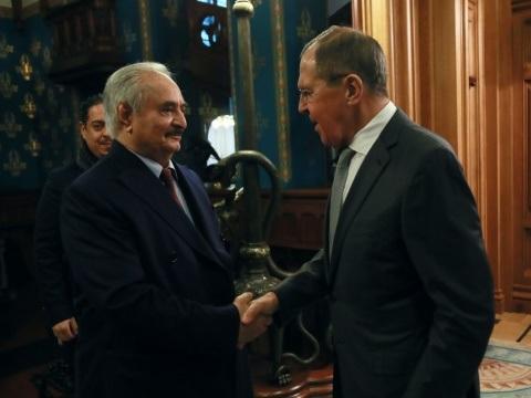 Libye: non signataire de l'accord, à quoi joue le maréchal Haftar?