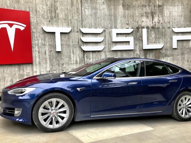 Il crashe sa Tesla Model S à 160 km/h et survit par miracle