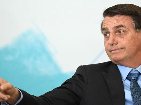 """Feux en Amazonie: le président brésilien Bolsonaro dénonce une """"psychose environnementale"""""""