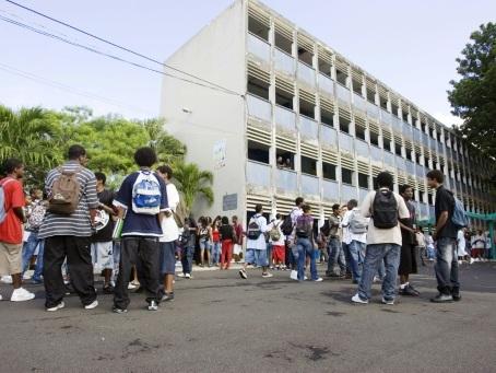 Grèves: en Guadeloupe, les enfants privés d'école plusieurs semaines