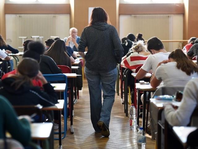 Monter les notes, changer les barèmes… Comment les profs sont poussés à brader le bac