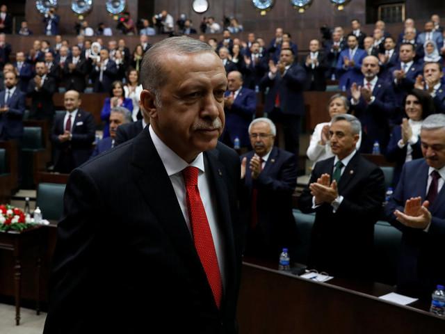Erdogan a prêté serment pour cinq ans de plus, la Turquie n'a plus de premier ministre