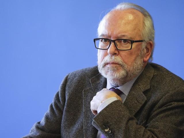 """Assistants d'eurodéputés: la justice retient 2 millions d'euros, W. Saint-Just dénonce """"la peine de mort"""" et lance un appel aux dons"""
