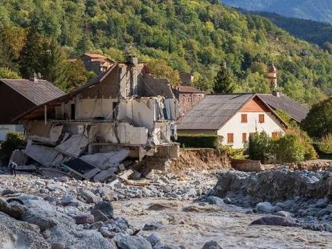 Tempête Alex dans les Alpes-Maritimes : Des dons records au Secours populaire pour les sinistrés, notamment grâce à Julien Doré