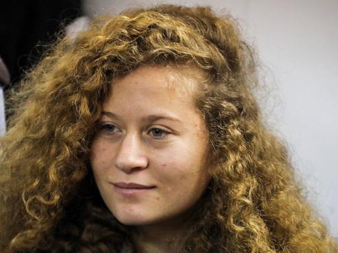 Ahed Tamimi, l'ado palestinienne de 17 ans qui était en prison pour avoir giflé des soldats israéliens, a été libérée