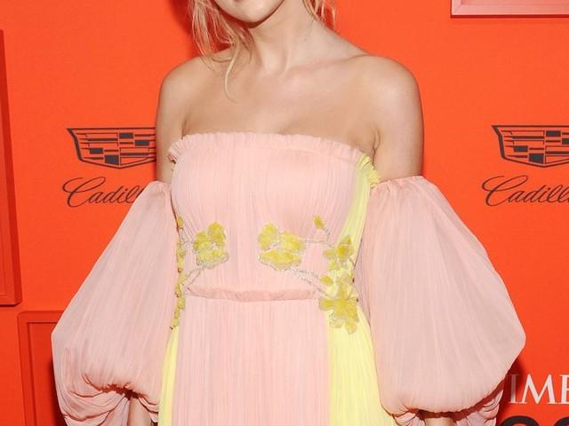 Taylor Swift : Beauté printanière au côté de Naomi Campbell et Sandra Oh
