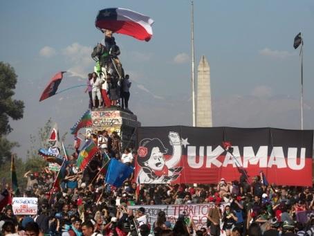 Accord historique au Chili pour remplacer la Constitution héritée de Pinochet