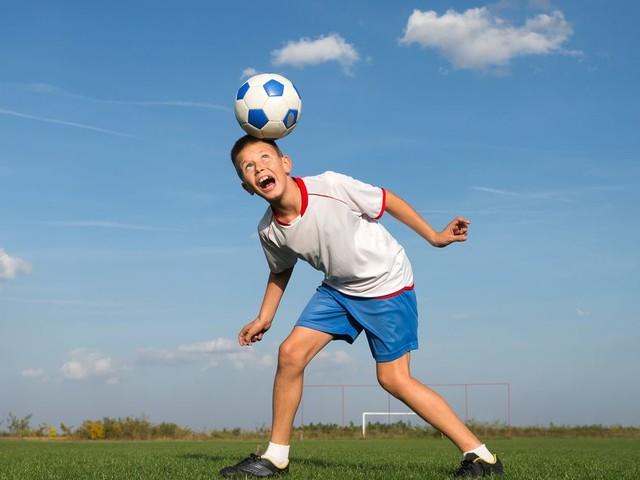 Pour des raisons de santé, les petits Écossais n'auront plus le droit de faire des têtes au foot