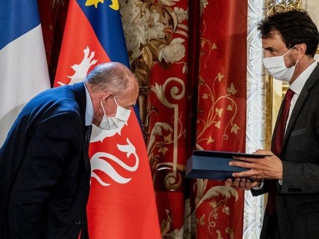 À Lyon, Collomb avait une bonne excuse pour ne pas ceindre Doucet de son écharpe tricolore