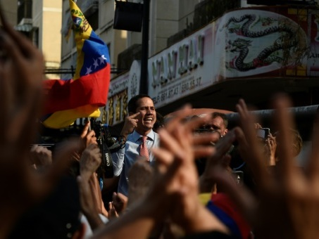 Après la panne: le Venezuela sort de l'ombre, pas du chaos