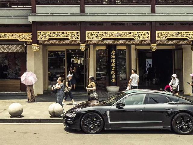 La Porsche Taycan sera la première voiture intégrant l'application Apple Music