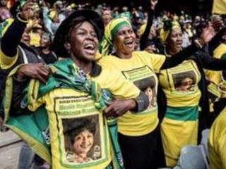 """L'Afrique du Sud rend un nouvel hommage ému à """"Mama"""" Winnie Mandela"""