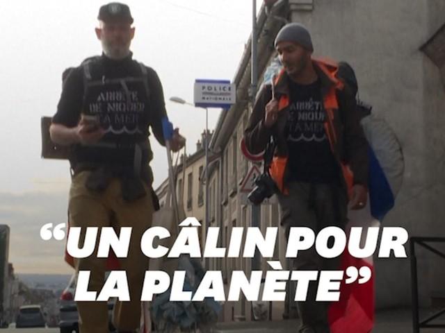 Les masques jetés dans la nature, ils les ramassent en marchant de Marseille à Paris