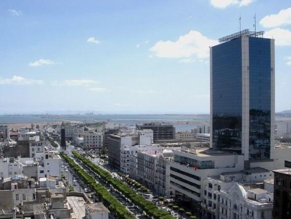 Le complexe sportif d'El Menzah à Tunis victime d'un incendie - images