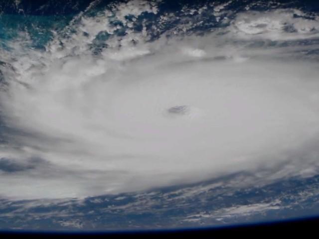 L'ouragan Dorian de catégorie 5 frappant les Bahamas vu de l'espace