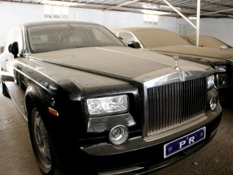 Rolls, Bentley, Boeing... la Gambie met à l'encan les reliques de Jammeh