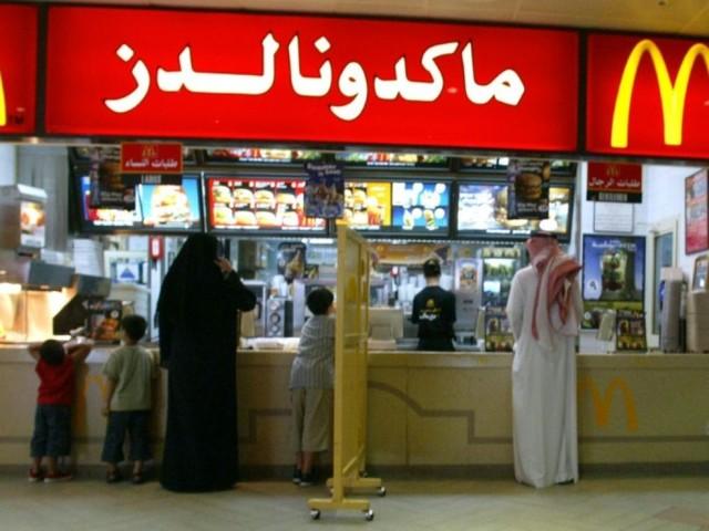 Arabie: fin des entrées séparées pour les femmes dans les restaurants