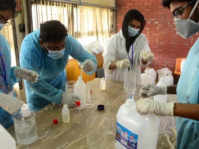 """DIRECT. Coronavirus: aux États-Unis, accord pour une relance """"historique"""""""