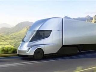 Tesla Semi : le construceur américain a présenté son camion 100 % électrique