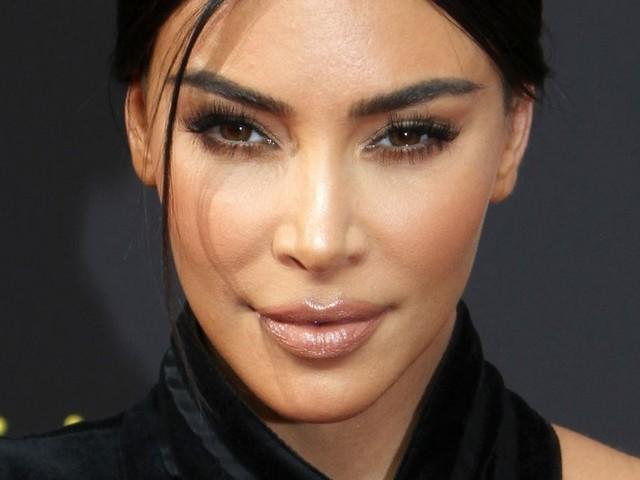Kim Kardashian moulée au maximum, Jeff Goldblum embrasse sa femme Emilie