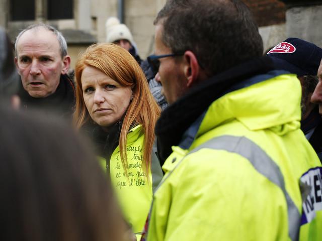 """VIDÉO - Insultée par des """"gilets jaunes"""", Ingrid Levavasseur a été exfiltrée du cortège à Paris"""