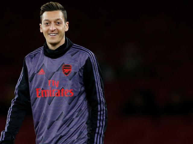 Un match d'Arsenal déprogrammé à la télévision chinoise après des commentaires d'Özil sur les Ouïghours