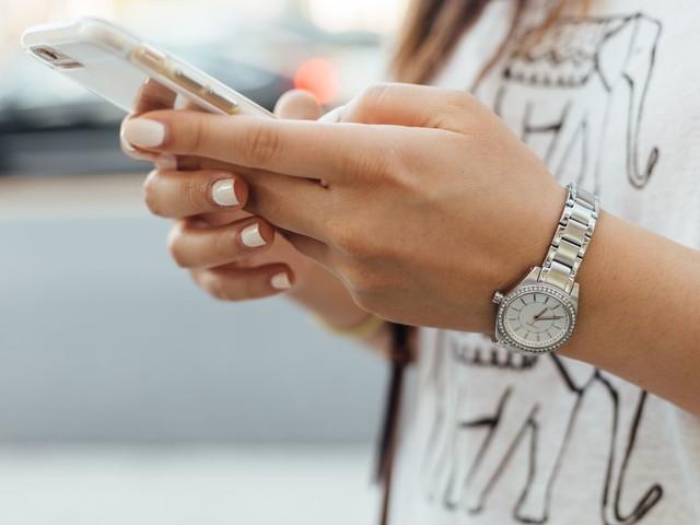 Smartphones : la liste noire des portables qui émettent trop d'ondes électromagnétiques
