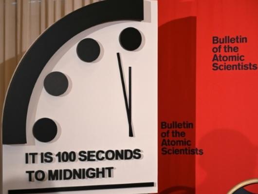 L'horloge de l'apocalypse avancée de 20 secondes, plus près de minuit que jamais