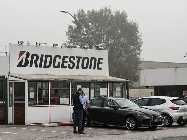 Bridgestone ferme son usine à Béthune, indignation politique