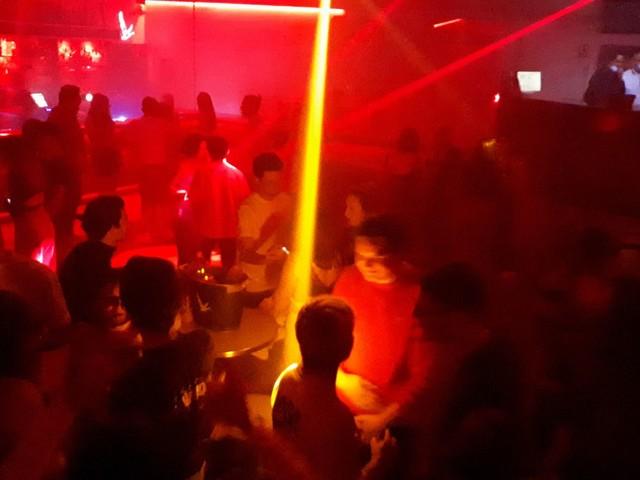 Covid-19 : un cluster détecté à Bordeaux après une soirée techno dans un club