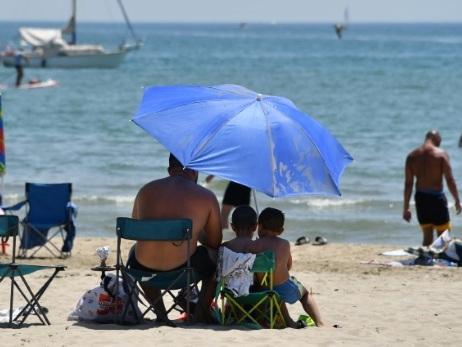 Canicule: 13 départements du sud-est restent en vigilance orange, alerte aux orages