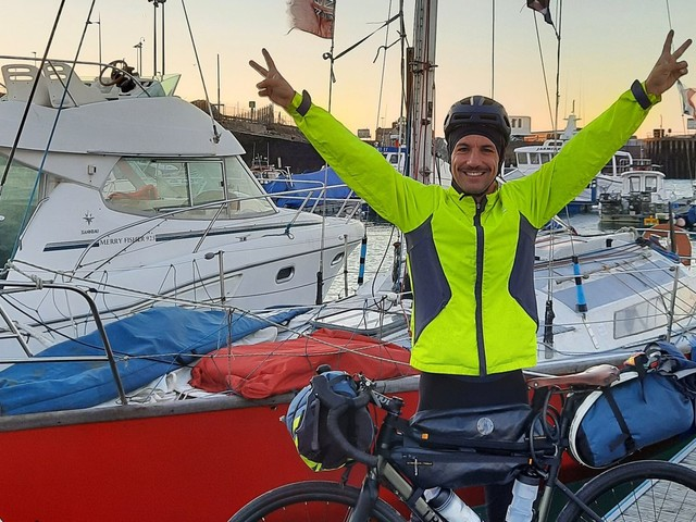 COP26 : il relie Lille et Glasgow en voilier puis à vélo pour animer des ateliers pendant la conférence sur les changements climatiques