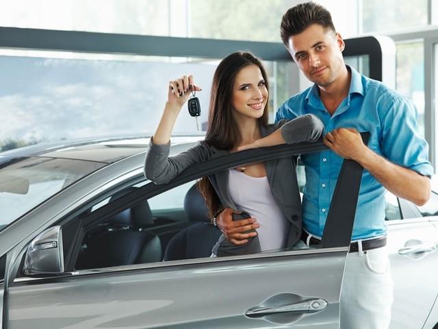 La voiture, objet de tension et de pouvoir dans les couples