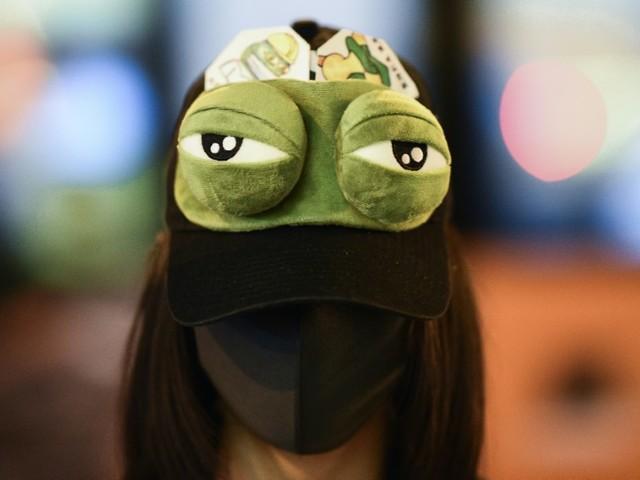 """Les manifestants hongkongais offrent une nouvelle vie à """"Pepe la grenouille"""""""