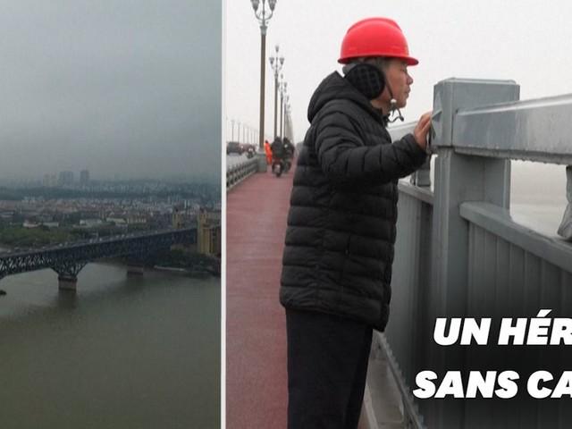 """Sur le pont de Nankin en Chine, cet """"ange"""" a sauvé plus de 400 personnes"""