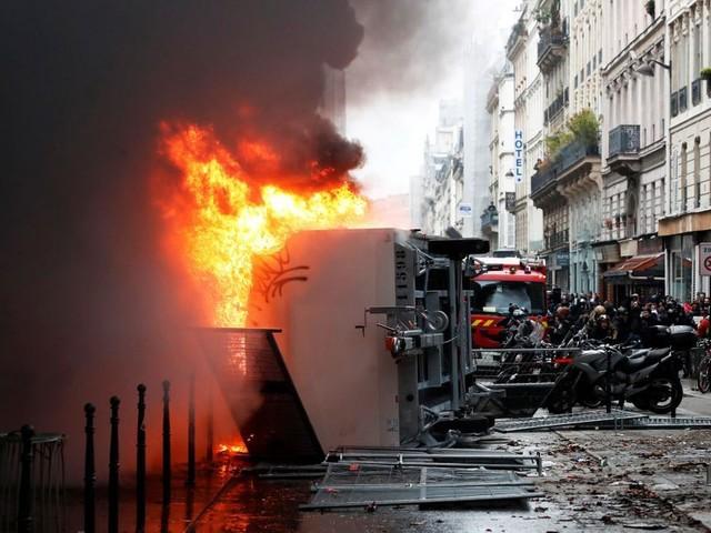 Grève du 5 décembre : premiers incidents à Paris