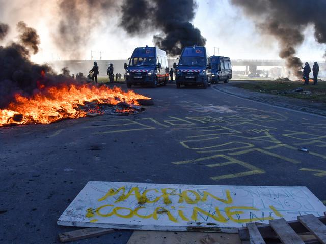 """Gard : des """"gilets jaunes"""" déversent des centaines de litres d'huile de vidange"""