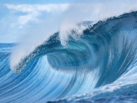 Surf: les Bleus lancent l'aventure olympique sur la vague magique de Teahupoo