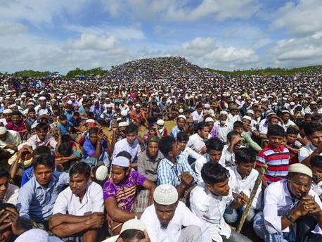 200 000 Rohingyas manifestent pour commémorer leurs deux ans d'exil au Bangladesh