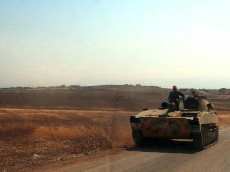 Rebelles et jihadistes se retirent d'un secteur clé du nord-ouest de la Syrie (ONG)