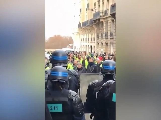 À Montmartre, les gilets jaunes sèment la pagaille avec une mobilisation surprise
