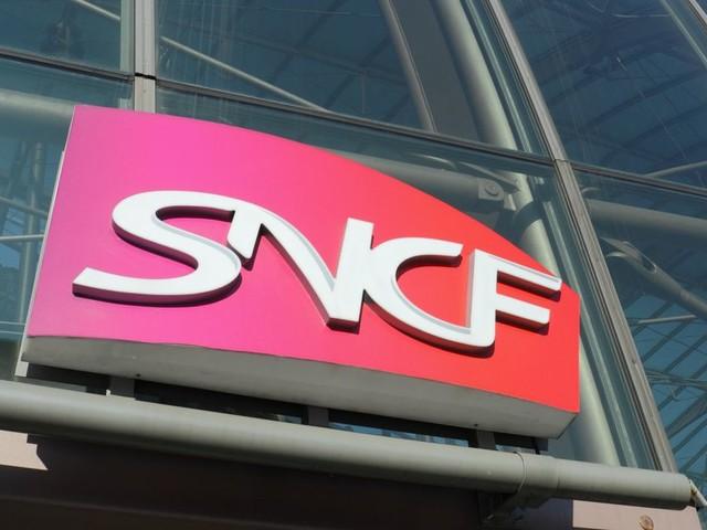 La SNCF doit continuer à supprimer des emplois, selon la Cour des comptes