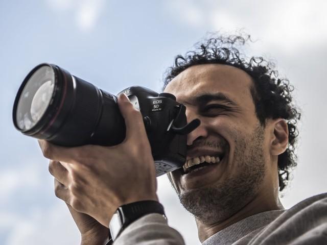 """Le photojournaliste égyptien Mahmoud Abu Zeid, alias """"Shawkan"""", libéré après 5 ans et demi de prison"""