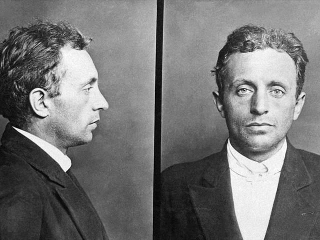 Raoul Villain est acquitté le 29 mars 1919 par onze voix sur douze …