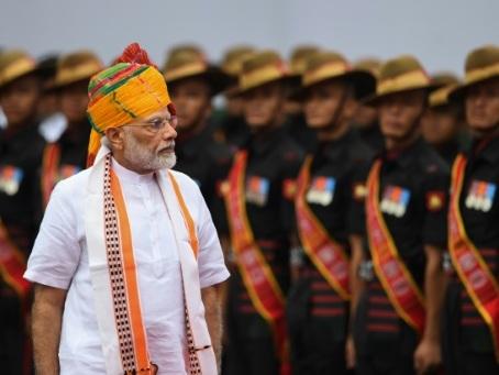 """Inde: Modi clame avoir fait oeuvre de """"pionnier"""" au Cachemire"""