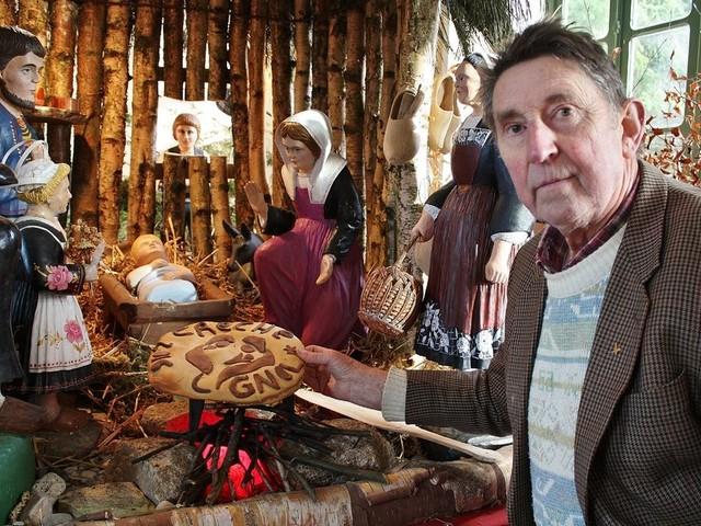 Ce curé voyageur possède plus de 2 000 crèches de Noël du monde entier