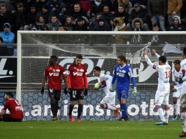 Ligue 1: Lyon revient de loin, l'OM ne lâche rien