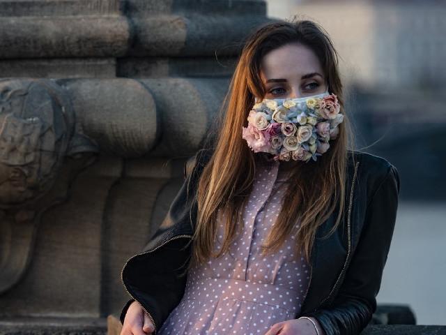 «Ils sont fiers de ne pas dépendre de l'aide extérieure» : en République tchèque, le règne des masques «faits maison»