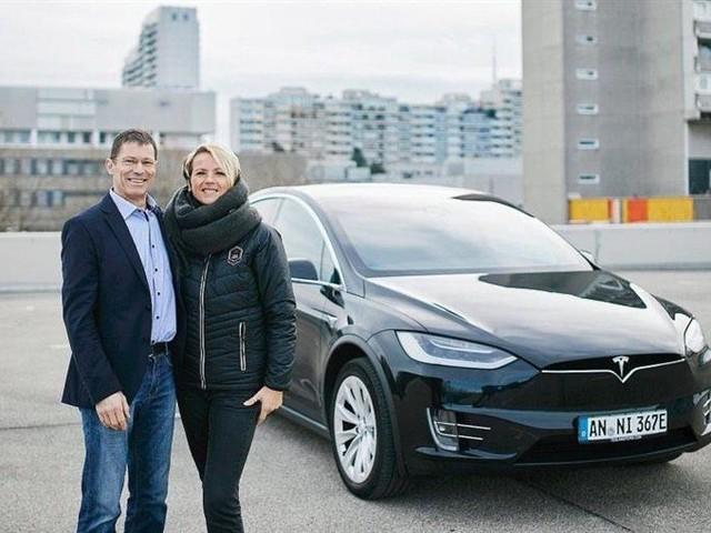 Insolite : Mercedes loue, désosse, torture et restitue un Tesla Model X