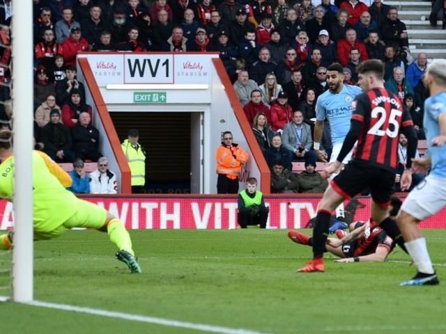 Manchester City met la pression sur Liverpool, Manchester United remonte